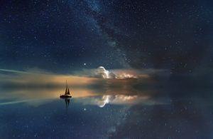 Båt som seglar på ett hav